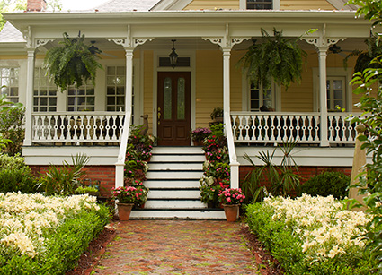 Six simple secrets to growing the best flowers on your for Easy care front yard landscaping